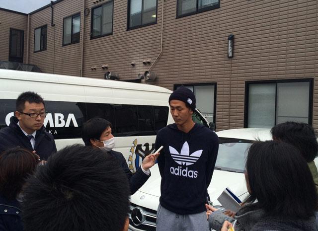 練習後に浦和戦への意気込みを語る長沢