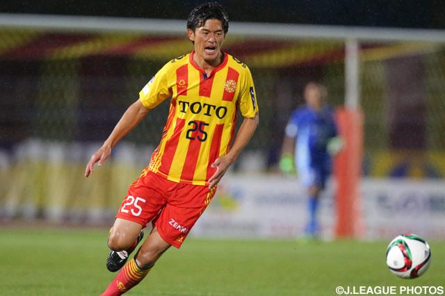 昨季リーグ戦で日本人最多の18ゴールを挙げたFW小松が、今季も攻撃の中核を担う。