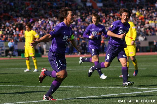 13年大会で佐藤が挙げた決勝点は大会の歴史に残るスーパーゴールであった。