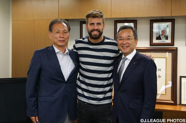 FCバルセロナのピケ選手がJリーグを表敬訪問【Jリーグ】