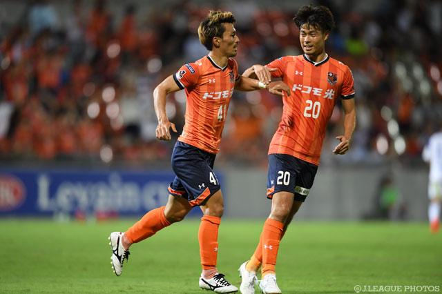 家長のゴールが決勝点となり大宮がホームで横浜FMに先勝した。