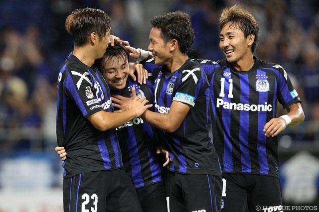 広島相手に6得点を挙げたG大阪がホームで4強進出を決めた。