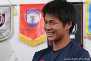 トップチームの高橋 秀人を目標とした鈴木。技術の高さだけではなく、サッカーに対する意識の高さも見習いたいと語った