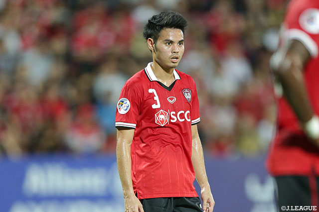 Vissel sign Thai defender Theerathon on loan