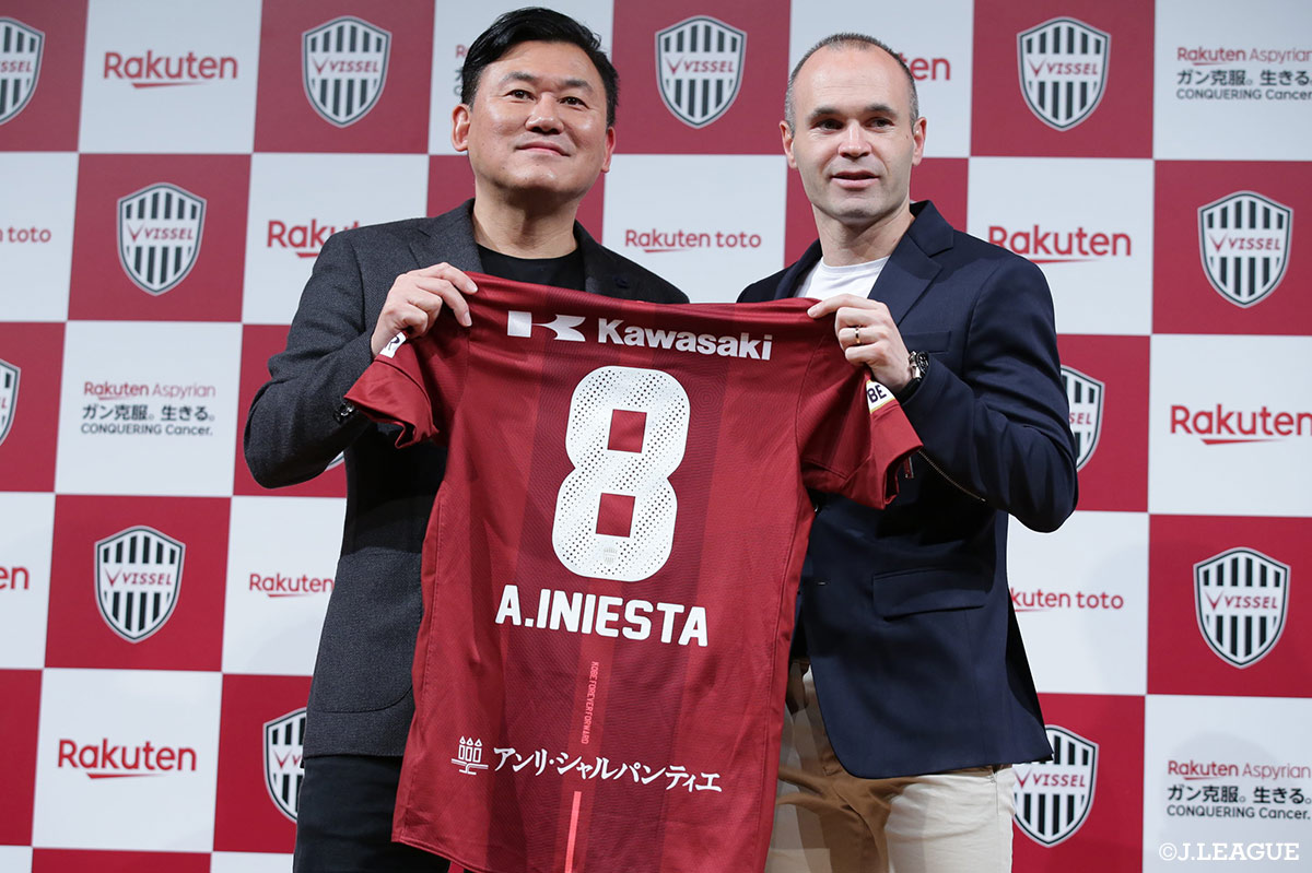 Spanish International midfielder Andres Iniesta arrives to Japan after signing with Kobe!【Press Conference Report】