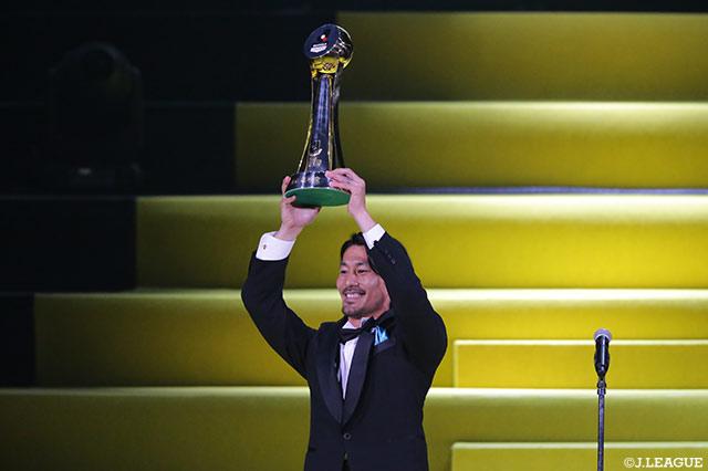 家長(川崎F)「偉大なるチームメイトのみんなに支えられてこの賞を取れました。本当にありがとうございます」【最優秀選手賞:Jリーグアウォーズ】