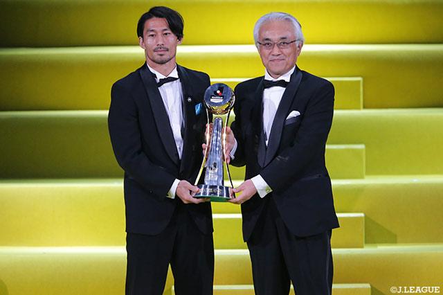 最優秀選手賞は家長 昭博選手(川崎F)が初受賞~同一クラブからの最優秀選手賞3年連続選出は初~