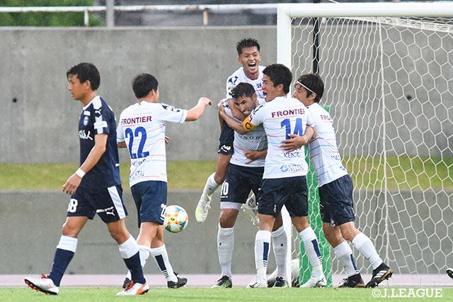 下平新体制の横浜FCが初陣を制す!快勝の甲府は暫定4位浮上【サマリー:明治安田J2 第14節】