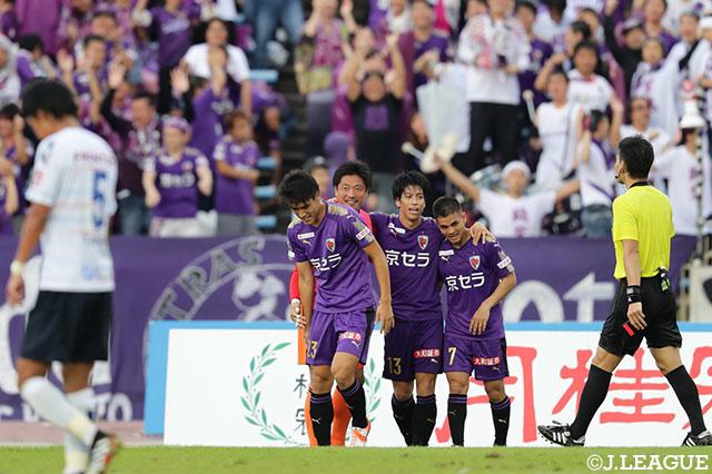 3-0快勝の京都が上位対決を制す!横浜FCは無敗試合が18でストップ【サマリー:明治安田J2 第37節】