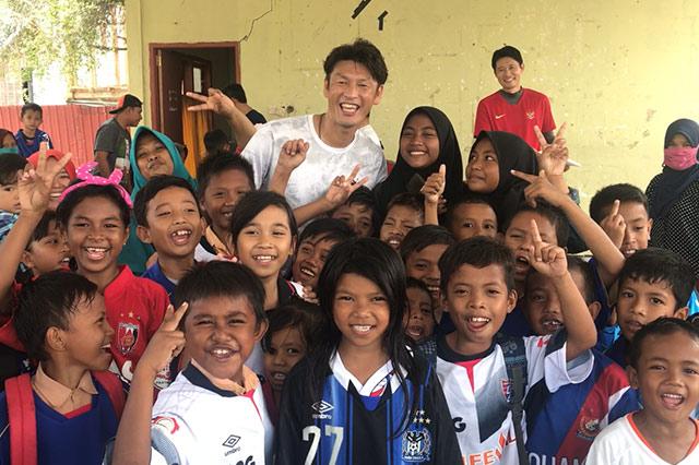 皆様からいただいたユニフォームを届けてきました!#サポユニforsmileインドネシア実施レポート【Jリーグ】