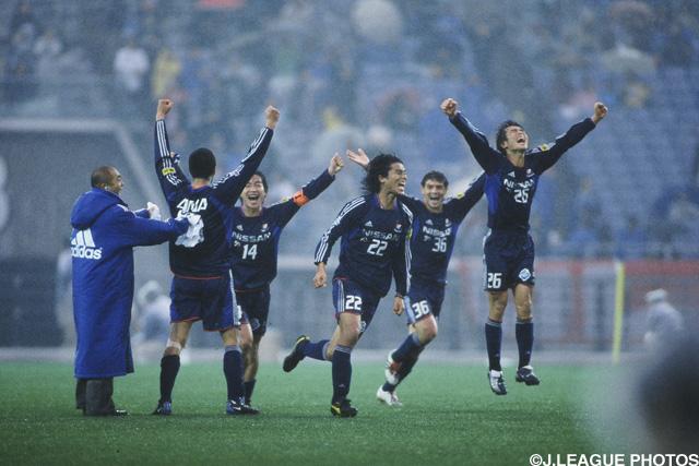 劇的すぎるクライマックス。横浜FMが就任1年目の岡田監督の下で完全制覇を達成!【Jリーグヒストリー:2003年】