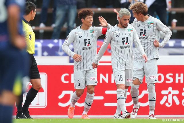 12連勝を達成した福岡が首位浮上!新潟は中島の2得点を含む3発快勝【サマリー:明治安田J2 第27節】