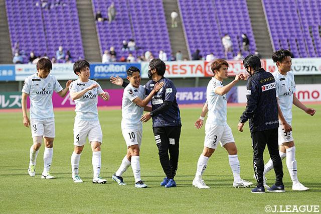 湘南が田中 聡のJ1初ゴールで広島を下す!白熱のC大阪vs福岡は2-2の痛み分けに【サマリー:明治安田J1 第9節】