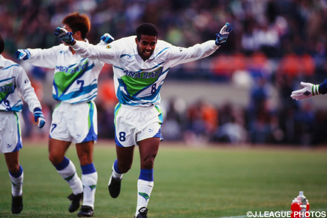 横浜Fはバウベルのゴールで一時同点に追い付いた【1994年 横浜FvsV川崎】