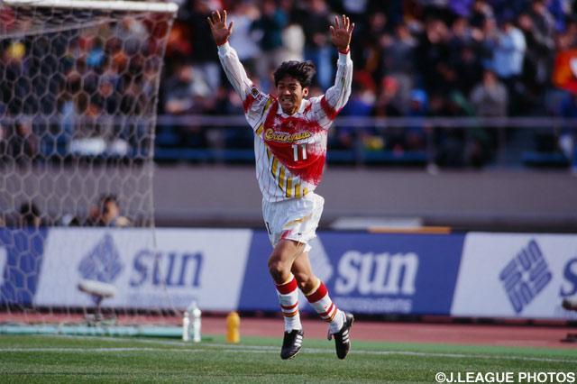 2点目を決めたルーキーの福田 健二(名古屋)【1996年 横浜Mvs名古屋】