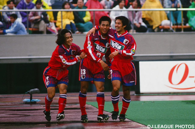 2得点を挙げた柳沢 敦(鹿島)が逆転勝利の立役者に【1997年 鹿島vsV川崎】