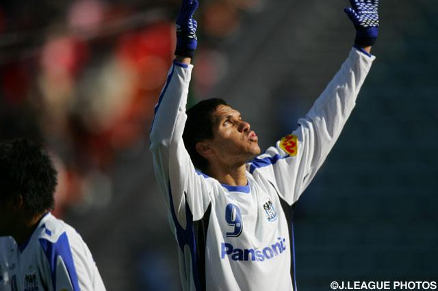 大会初のハットトリックを達成したマグノ アウベス(G大阪)【2007年 浦和vsG大阪】