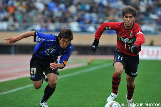 前半ロスタイムに同点ゴールを決めた加地 亮(G大阪)【2010年 鹿島vsG大阪】