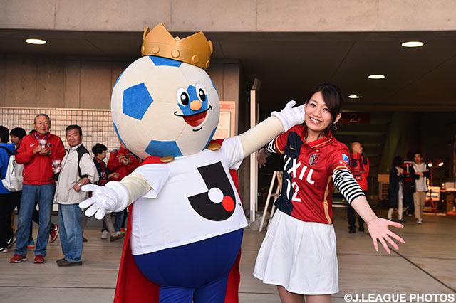 カシマへようこそ!女子マネ佐藤 美希とJリーグキングがファンをグリーティング!(2016年5月14日 明治安田J1 1st 第12節@カシマ)