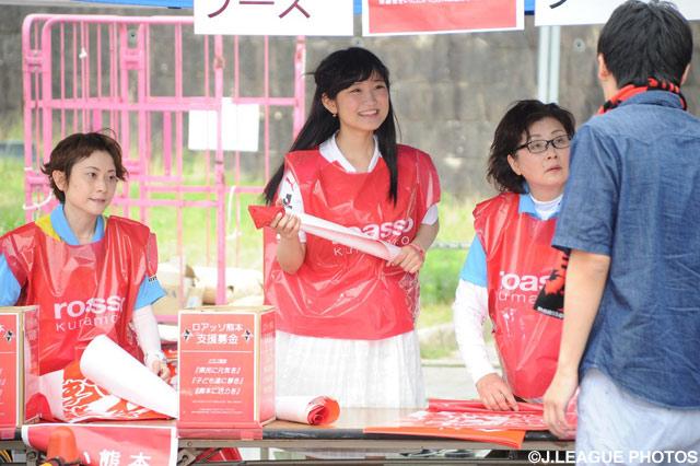 熊本応援女子マネージャー・鈴木 みのりさんがロアッソ熊本支援金募金活動に参加しました(2016年6月8日)
