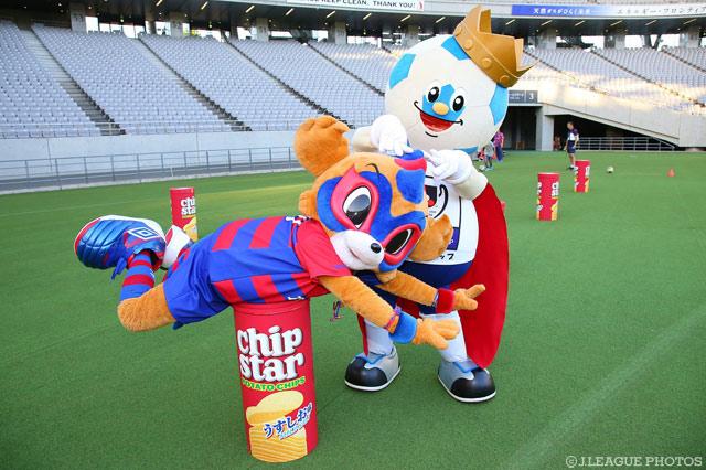 東京ドロンパとJリーグキング。仲が良さそうですね!【YLC 準々決勝 第1戦 FC東京vs福岡】