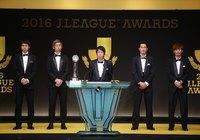 最優秀選手賞を受賞しスピーチをする川崎Fの中村