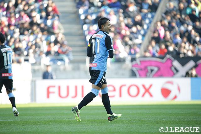 PKを得た川崎Fは、小林 悠(川崎F)がゴール中央に決めて1点を返した【FUJI XEROX SUPER CUP 2018】