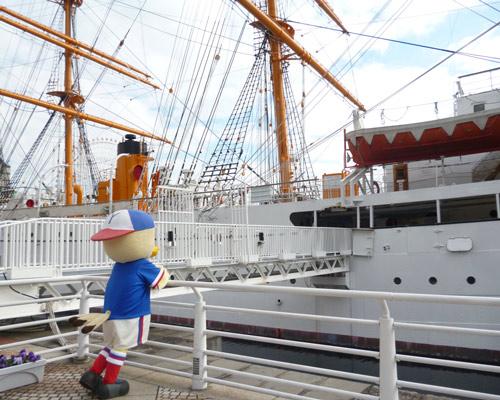 [ [ 横浜FM:「帆船日本丸85回目の進水記念祭」にマリノスケが参加 ] ] | J's GOAL | フォトニュース